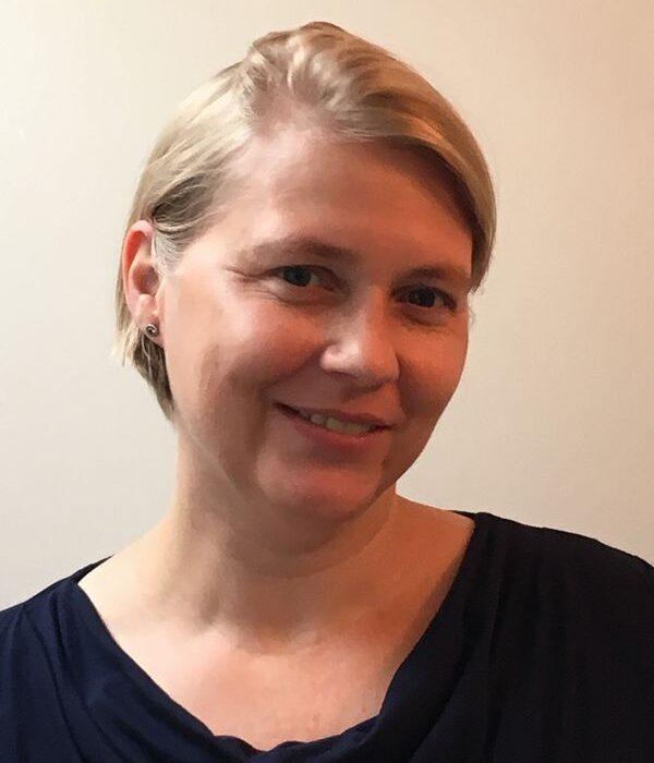 Dr Korinna Eaton